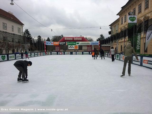 Gratis Eislaufen am Karmeliterplatz