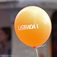 Luftballon in orangen La Strada Farben