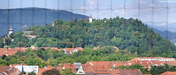 Blick vom Kirchenturm auf den Grazer Schloßberg