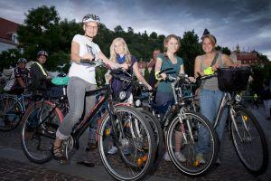 Lisa Rücker und Radlerinnen beim CityRadeln Vollmondtour