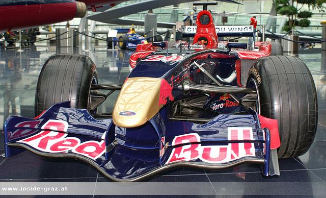 Formel-1 Weltmeister Vettel mit F1-Wagen in Graz