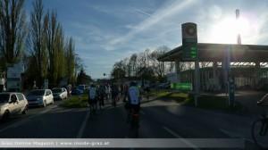Radfahrer Tankstelle