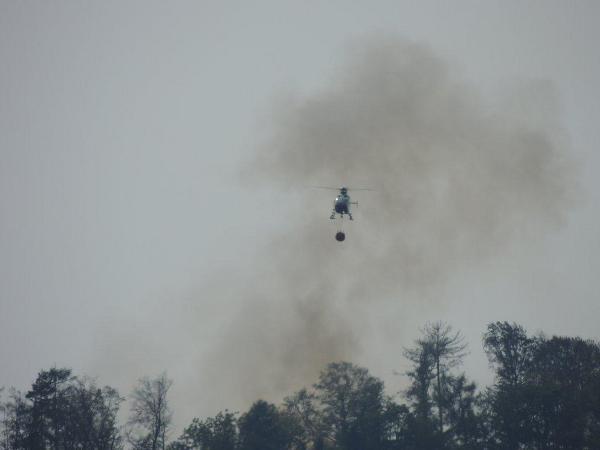 Waldbrand in Gösting: Vier Hubschrauber im Einsatz