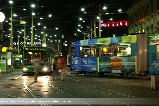 PKW krachte in Linienbus