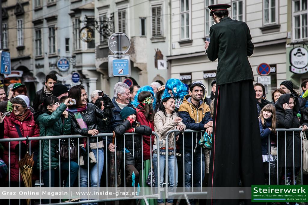 Faschingsteilnehmer Zuschauer Faschingsumzug Graz