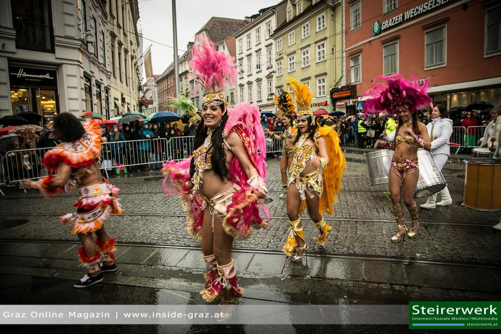 Samba Tänzerinnen Faschingsumzug Graz