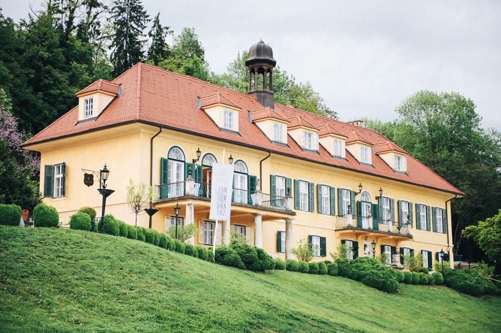 Aiola Im Schloss Neueroffnung Vom St Veiter Schlossl Inside Graz At
