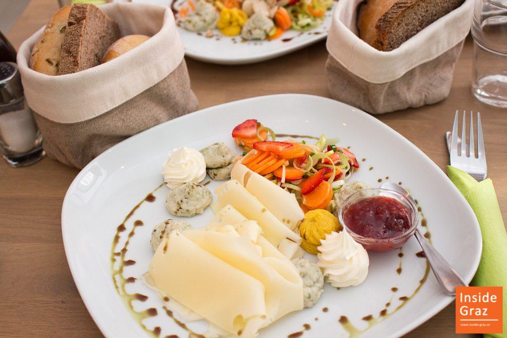 Mehlschwalbe Käsefrühstück