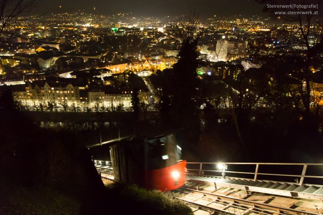 Mit der Schloßbergbahn zum Weihnachtsmarkt am Schloßberg.