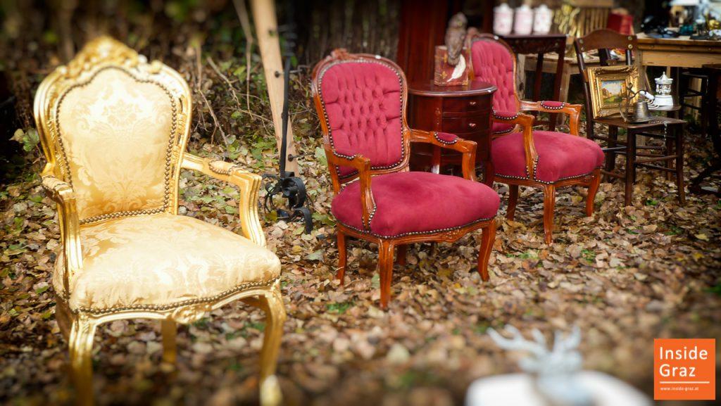 Antike Möbel am Flohmarkt