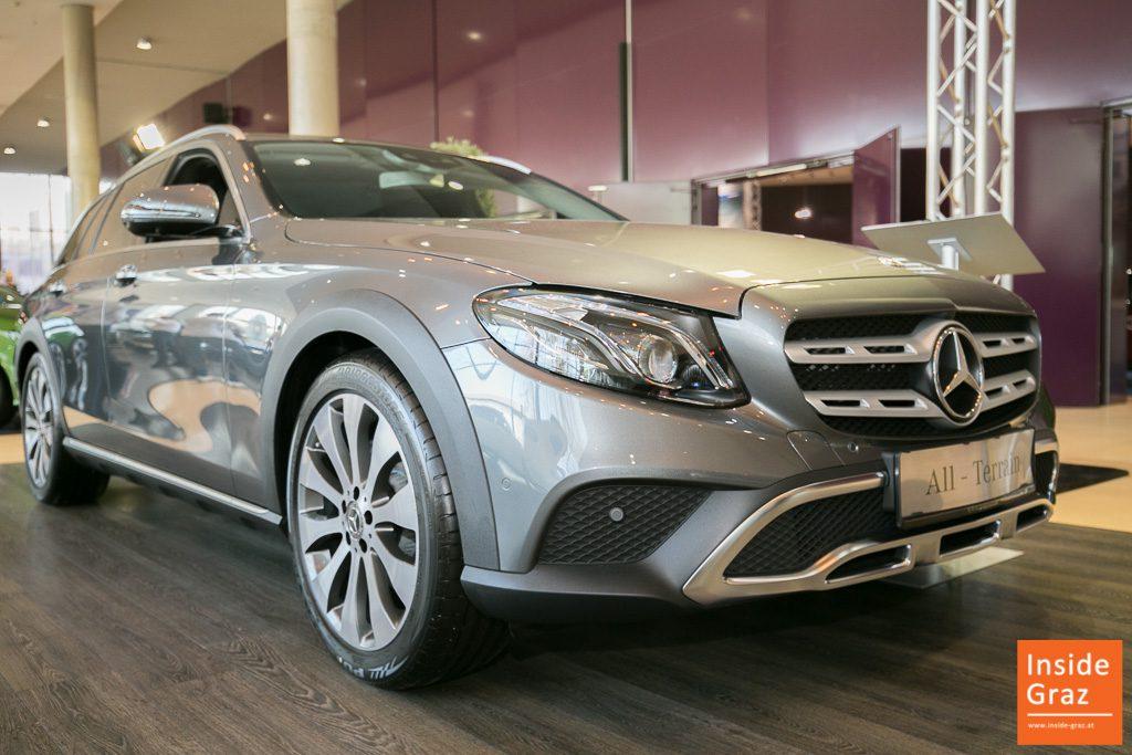 Mercedes Luxusauto auf der Automesse