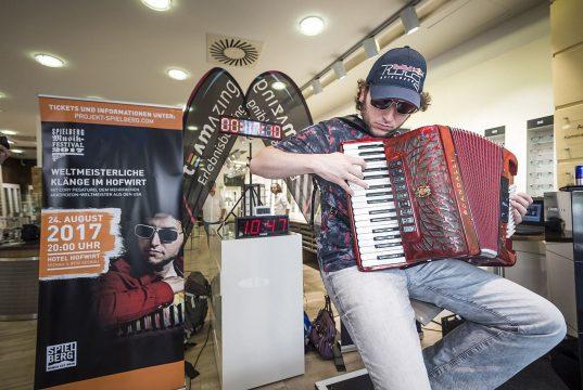 Weltrekord Dauerakkordeonspielen