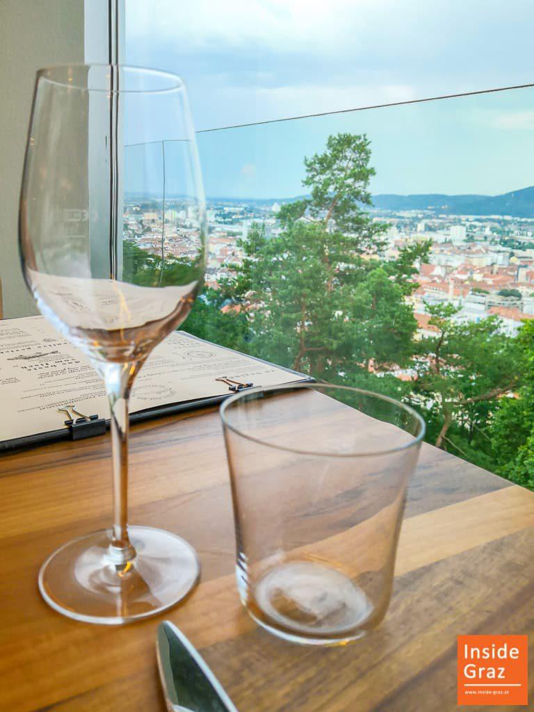 Weinglas Schlossberg Restaurant