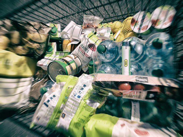 Einkaufswagen Lebernsmittel