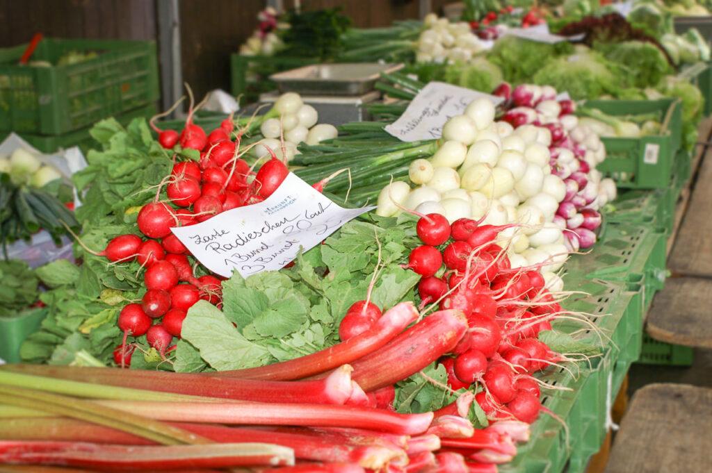 Gemüse am Bauernmarkt kaufen