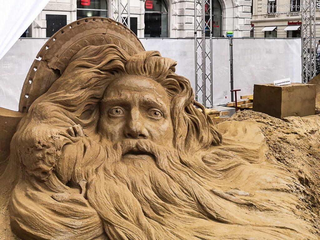Poseidon als Sandskulptur