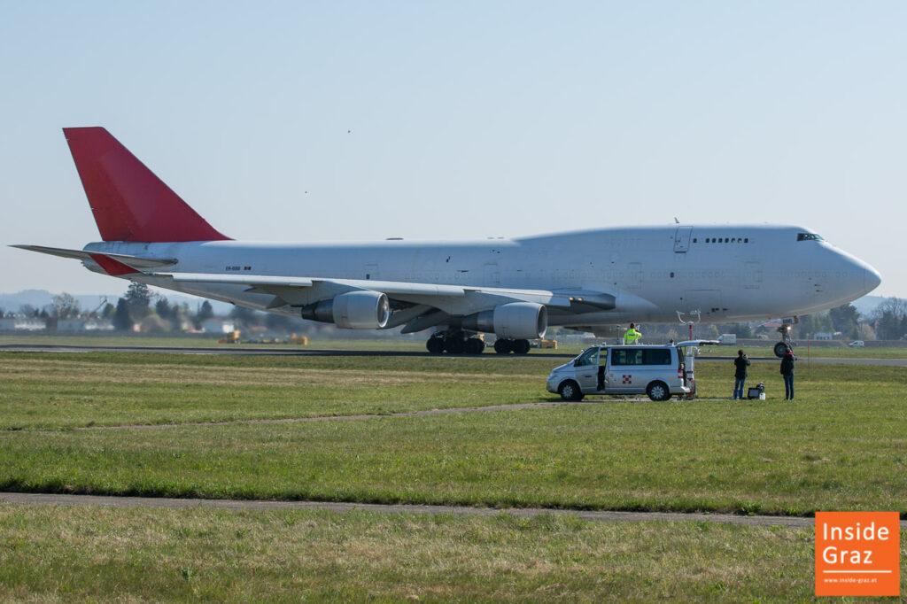 Boeing 747 startet am Flughafen Graz