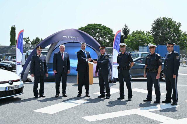Polizei Zivilfahrzeuge gegen Strassenrennen